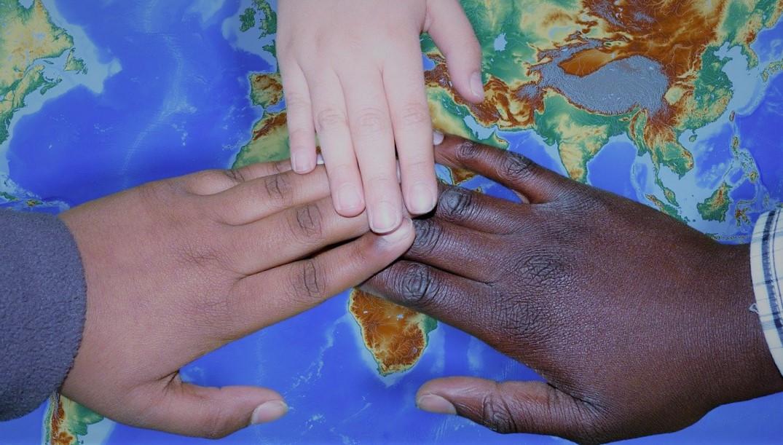 Sylvie Laroche parle du soutien des associations humanitaires aux familles Roms
