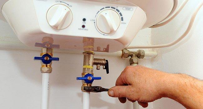 Quand appeler un plombier si votre chauffe-eau a un problème