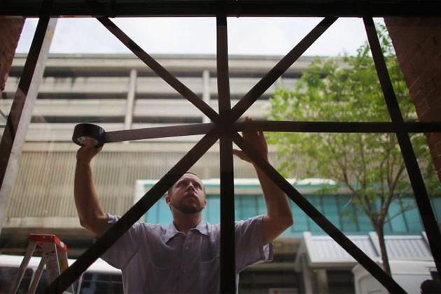 Comment sécuriser une fenêtre cassée jusqu'à ce que vous puissiez la réparer