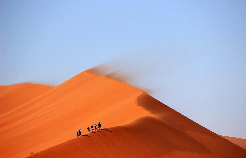Du thé dans le Sahara : un voyage en voiture dans le désert libyque
